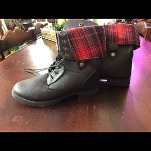 Womens boots. Black and red plaid fold down. NEW